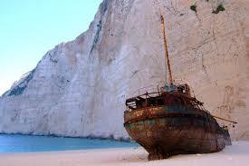 barca naufragada.jpg