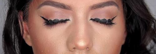 bb-trend-alert-bubble-eyeliner-1540x537-carousel.j