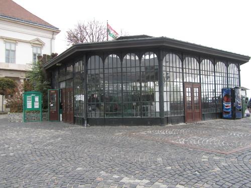 Budapeste - entrada do funicular junto ao Palácio Sándor