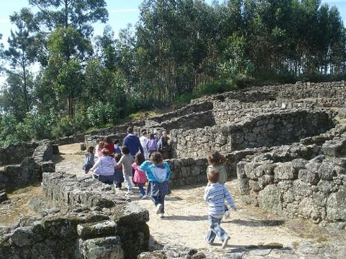 Crianças visitam Castro do Mozinho