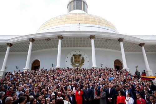 mundo-assembleia-constituinte-venezuela-20170804-0