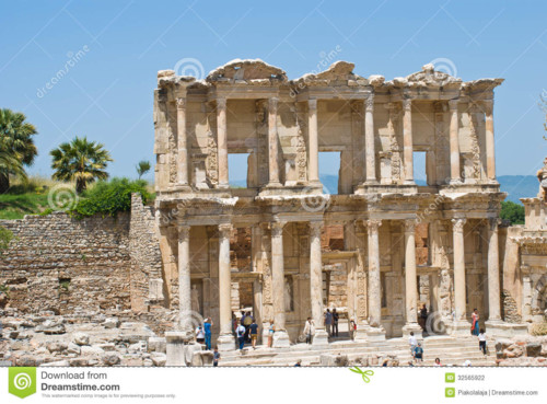 biblioteca-de-celsus-em-ephesus-turquia-32565922.j