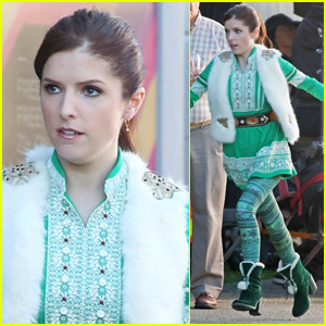 anna-kendrick-rocks-a-christmas-costume-on-set-of-