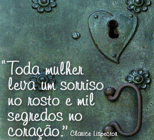 Toda mulher leva um sorriso no rosto e mil segredos no coração