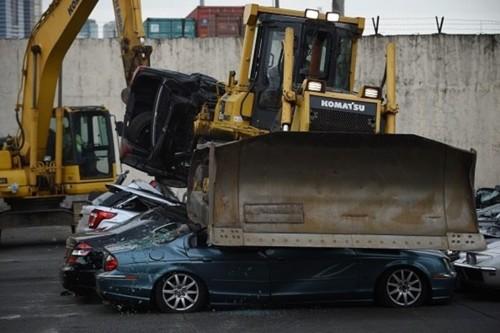 carros destruidos.jpg