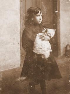 Florbela com Gato.jpg