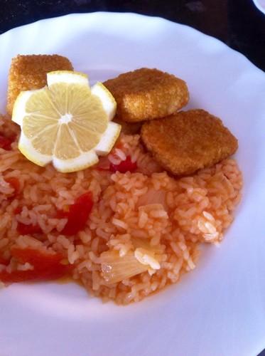 Arroz Malandrinho e nuggets de pescada