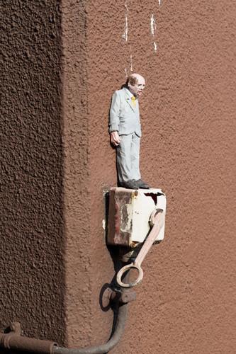 Isaac Cordal.jpg