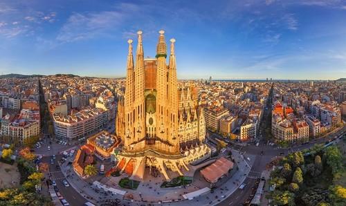 Barcelona Facebook.jpg