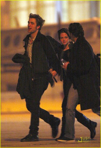 robert-pattinson-kristen-stewart-keep-close-03.jpg