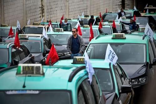 taxis lisboa.jpg