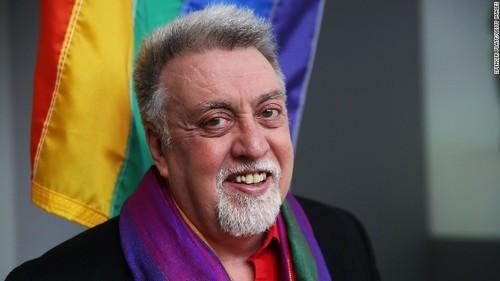 Gilbert Baker bandeira LGBT.jpg