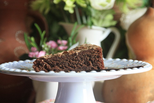 Fatia de bolo de chocolate e amêndoa
