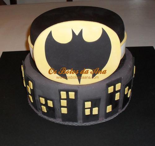 Bolo Decorado do Sinal do Batman em Gotham City