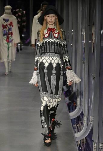 Gucci-desfile-FW17-13.jpg