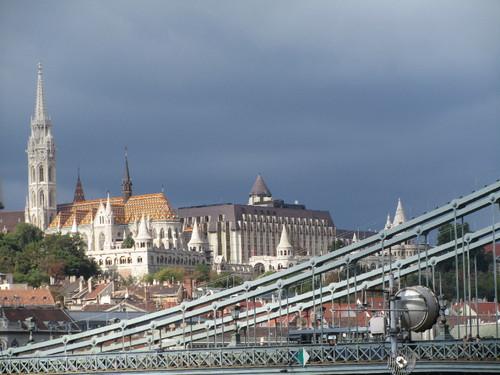 Budapeste - vista da Igreja Matias e do Bastião dos Pescadores da Ponte da Liberdade