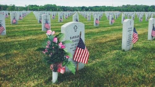 Abraham-Lincoln-National-Cemetery-entre-os-maiores