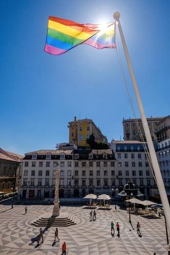 arco-iris bandeira CM Lisboa Fernando Medina.jpg