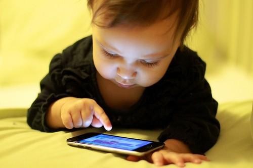 Bebé+Smarthphone.jpg