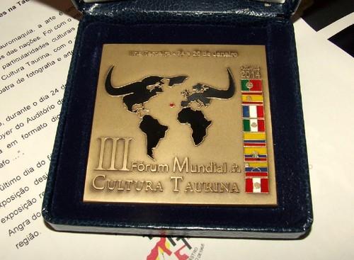 A medalha comemorativa do evento do fim-de-semana...