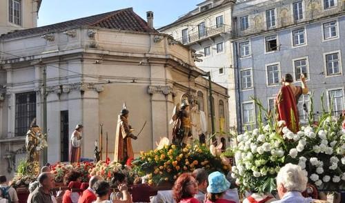 lisboa --- dia de santo antónio procissão - foto
