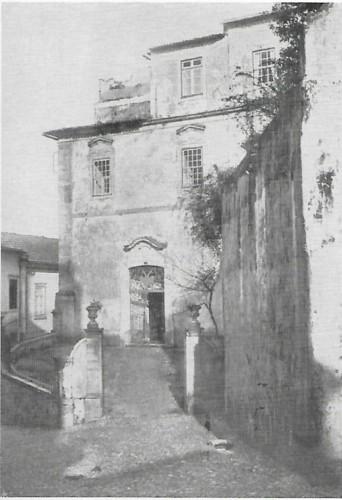 Colégio de S. Rita ou dos Grilos porta.jpg