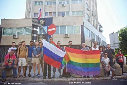 protesto em lisboa frente Há embaixada da russia
