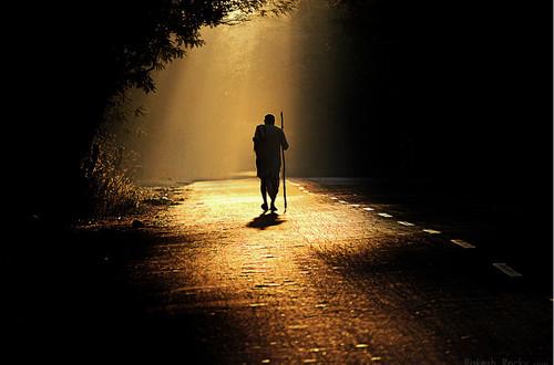caminho-luz-escuro.jpg