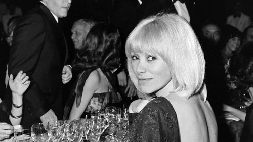 mireille-darc-photo-429680-0@1x.jpeg