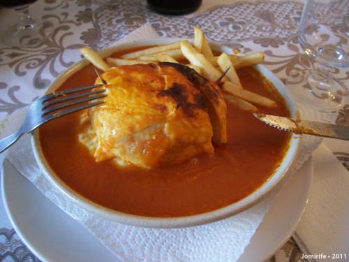 Francesinha em Bragança - Pronta a comer