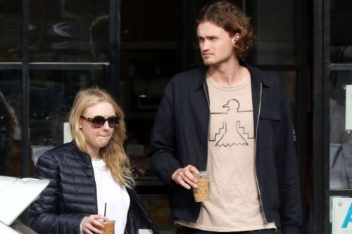 Dakota-Fanning-and-Henry-Frye-out-for-lunch-at-Joa