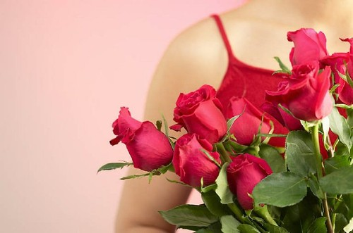 Woman holding red roses 1.jpg