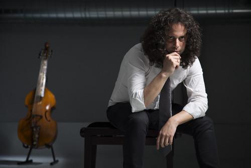 Fahmi Alqhai, Viola da gamba e direcção musical.