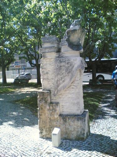 Cantanhede: Estátua do sapo com livros