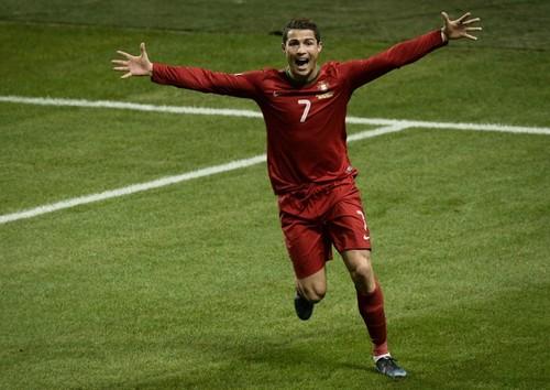 48b2a46dec136 Ronaldo ganhou dentro e fora de campo todo o protagonismo de 2013 -  sobretudo da temporada 2013-14 - e é a figura mediática inquestionável do  ano!