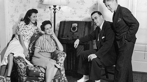 Ouvindo telefonia, Anos 40 (in Planeta Barbarella)