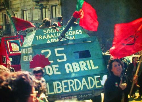 25_Abril_1983_Porto_by_Henrique_Matos_01.jpg