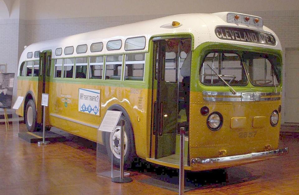 O Autocarro de Montgomery em que Rosa Parks se rec