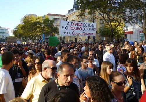 manif_cartaz_avrepublica_anagomes_4.jpg