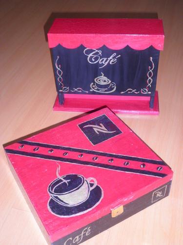 Caixa cafe vermelha e preta