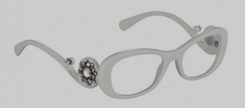 Nos modelos da colecção especial Ornate, uma série de pedras preciosas  iluminam as armações, transformando-as em peças exclusivas, verdadeiras  criações que ... 05b62ec6ca
