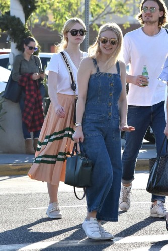 Dakota-Fanning-with-her-family-out-in-LA--02.jpg