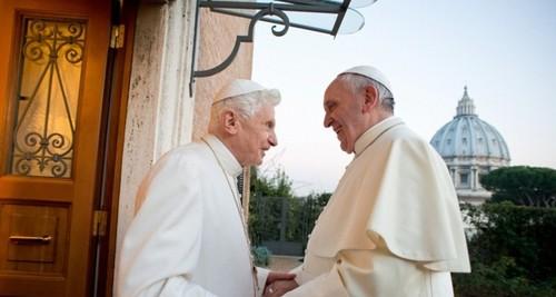 Papa Francisco e Papa Emérito Bento XVI.jpg