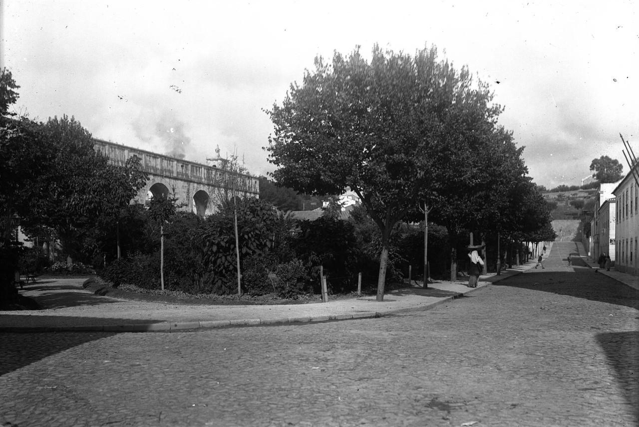 Jardim das Amoreiras, sd, foto de Paulo Guedes, in