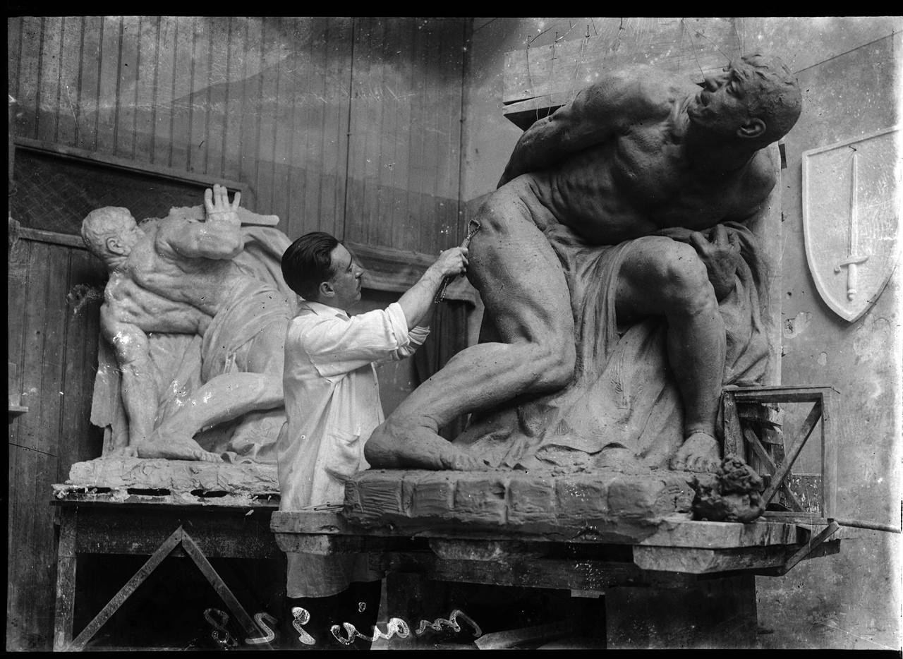 Esculturas de Maximiano Alves para o monumento aos