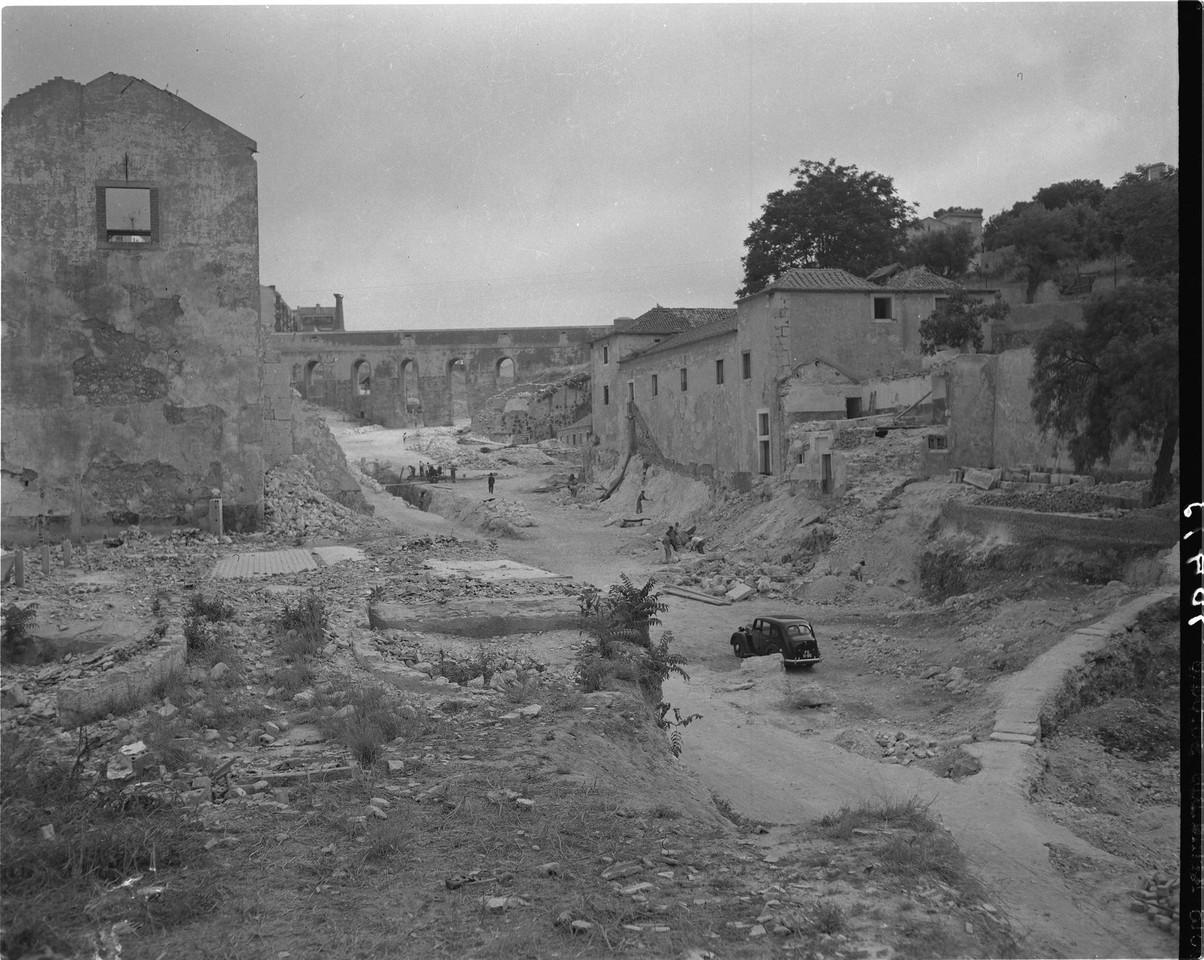 Demolição do Quartel da Cova da Moura, 1947, fot