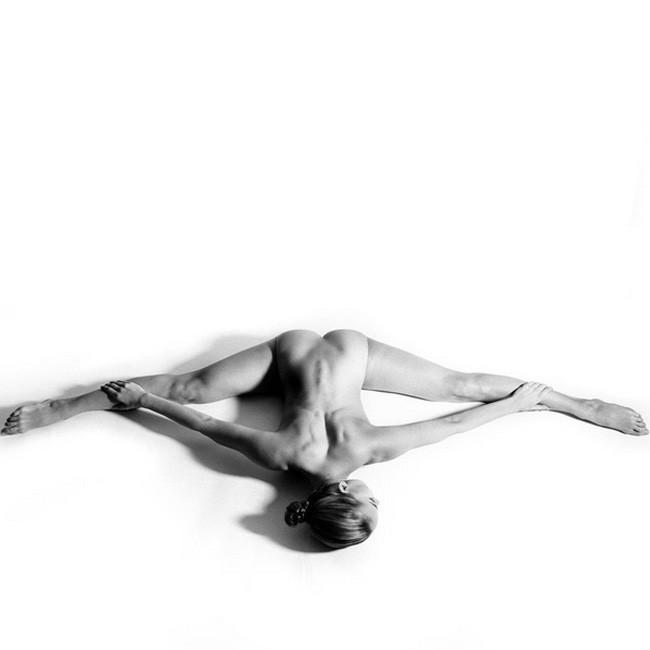 Nude Yoga Girl 04.jpg
