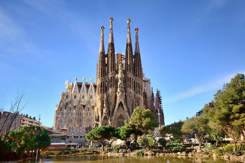 Sagrada-Familia_Antoni-Gaudi_dezeen_936_0.jpg