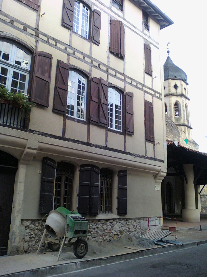 Cimento em revestimento de fachada historica