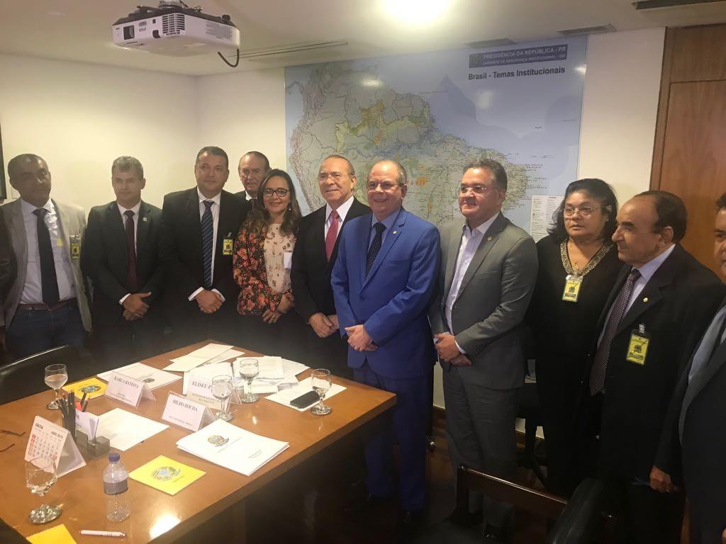 Senador Roberto Rocha e prefeitos entregam propost
